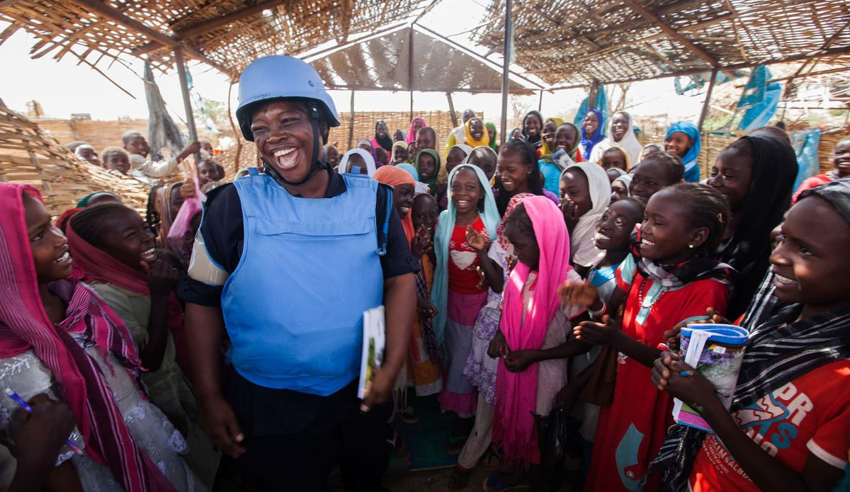 UNAMID police officer interacts with children at the school of El Sereif camp for Internally Displaced Persons in Nyala.